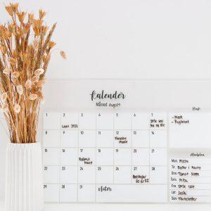 Kalender med madplan i whiteboard